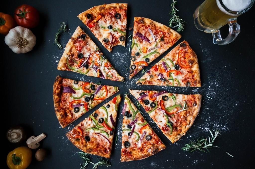 Geschnittene Pizza