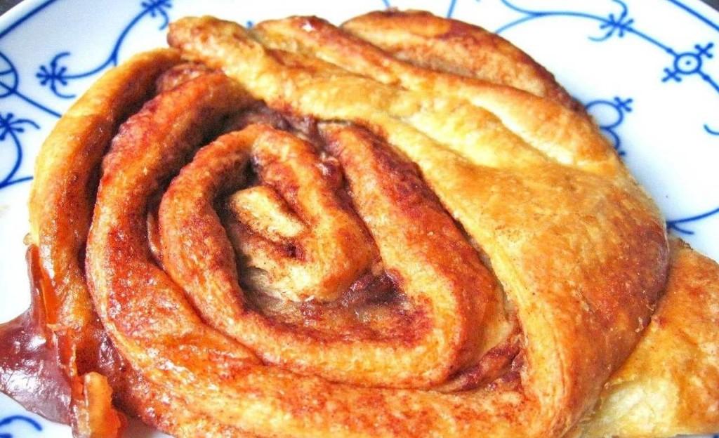 Franzbrötchen frisch aus dem Ofen